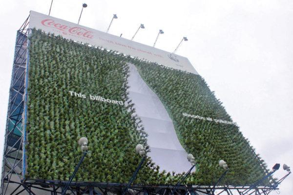 Il cartellone verde di Coca-Cola